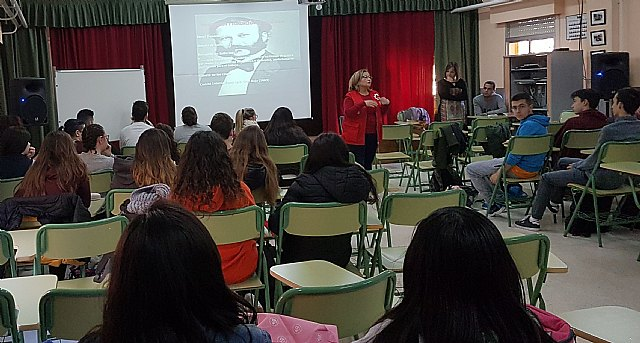 "Red Cross Totana gave talks on volunteering at IES ""Prado Mayor"" - 4"