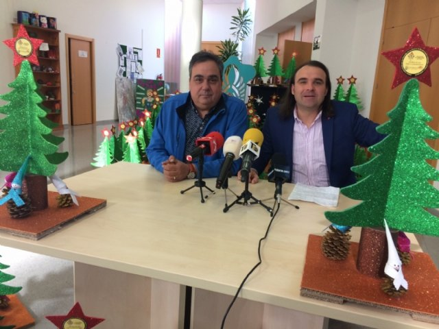 Users of Day Centers for Disability give the Merchants Association the Christmas ornaments with which these festivities will decorate their commercial establishments - 2