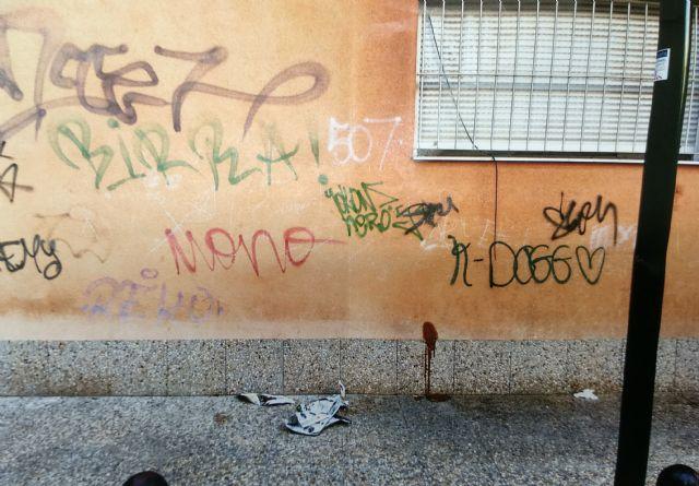 El PSOE reclama limpieza de choque en el barrio del Carmen y una solución digna para los mendigos que duermen en la calle - 1, Foto 1