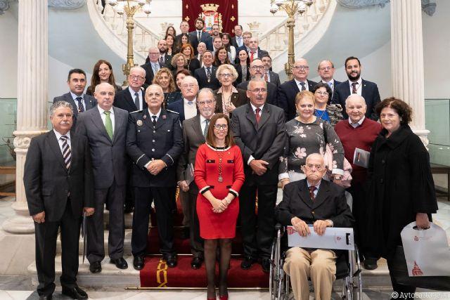 El Ayuntamiento de Cartagena celebra los 40 años de la Constitución homenajeando a la primera Corporación democrática - 1, Foto 1