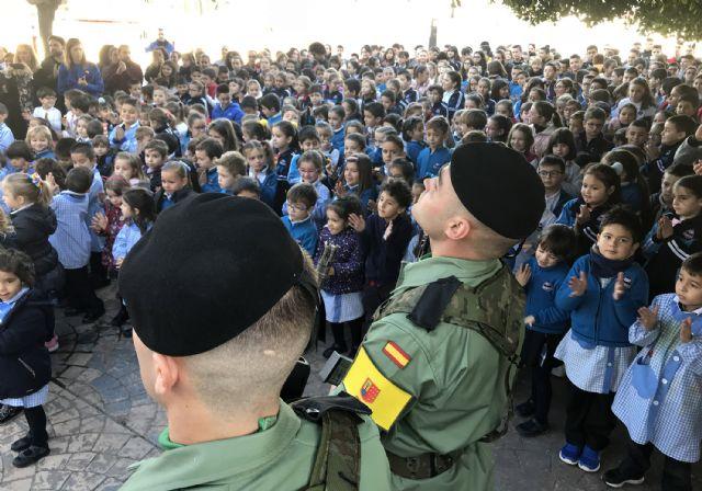 El colegio 'Susarte' celebra con un acto de izado de la bandera el día de la Constitución - 1, Foto 1