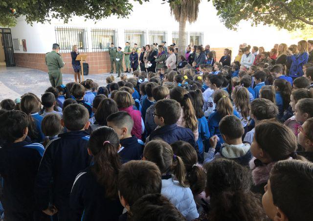 El colegio 'Susarte' celebra con un acto de izado de la bandera el día de la Constitución - 2, Foto 2