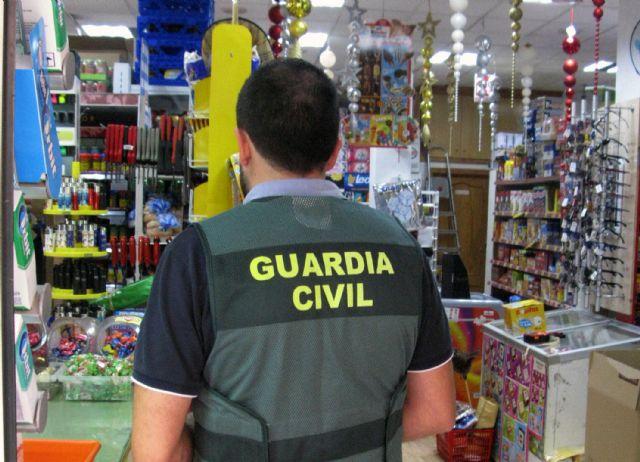 La Guardia Civil detiene a un escurridizo delincuente por el atraco a un comercio de alimentación en Totana