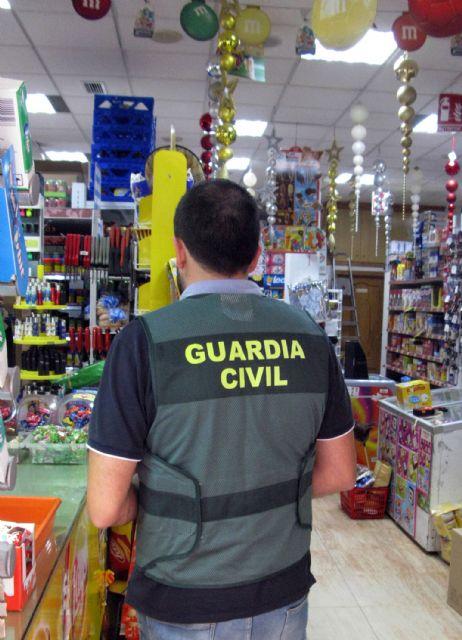 La Guardia Civil detiene a un escurridizo delincuente por el atraco a un comercio de alimentaci�n en Totana, Foto 2
