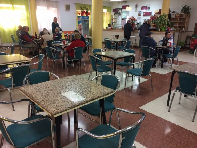 The Cafeteria-Bar Service of the Municipal Center of the Third Age of the Balsa Vieja square is extended one more year - 1