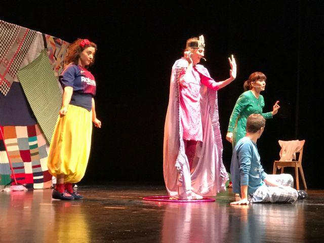Snow White – Blancanieves, cuento clásico y dramatizado en inglés en el Centro de Artes Escénicas de Torre Pacheco - 2, Foto 2
