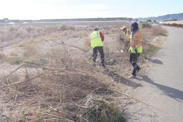 Un total de 58 desempleados agrarios contratados han iniciado esta semana sus labores en diferentes espacios del municipio - 3, Foto 3