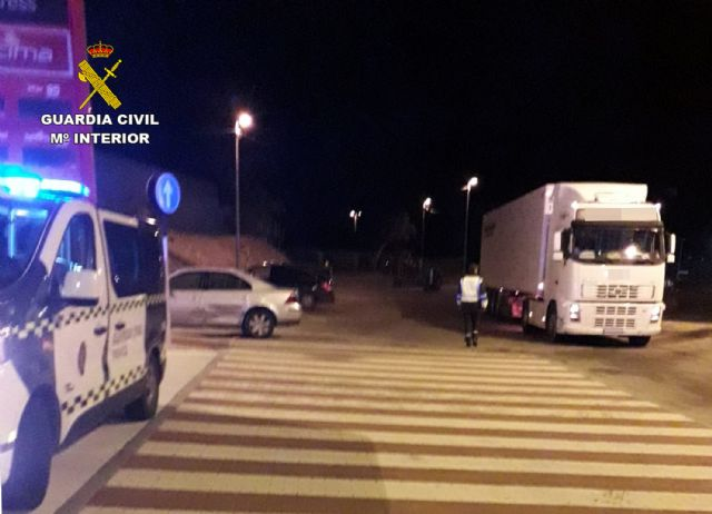 La Guardia Civil investiga al conductor de un vehículo articulado de 40 toneladas que quintuplicaba la tasa de alcoholemia, Foto 1