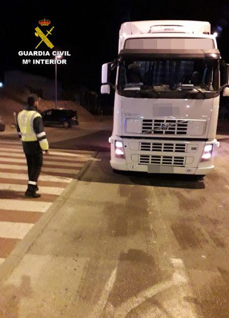 La Guardia Civil investiga al conductor de un vehículo articulado de 40 toneladas que quintuplicaba la tasa de alcoholemia, Foto 3