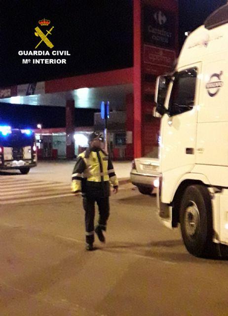 La Guardia Civil investiga al conductor de un vehículo articulado de 40 toneladas que quintuplicaba la tasa de alcoholemia, Foto 4