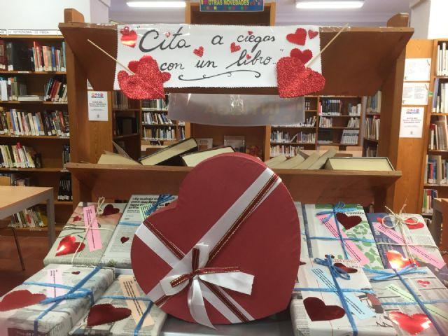 La Biblioteca Municipal Mateo Garc�a promueve mantener citas a ciegas con los libros por motivo de San Valent�n, Foto 1