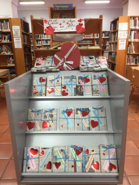 La Biblioteca Municipal Mateo Garc�a promueve mantener citas a ciegas con los libros por motivo de San Valent�n, Foto 2