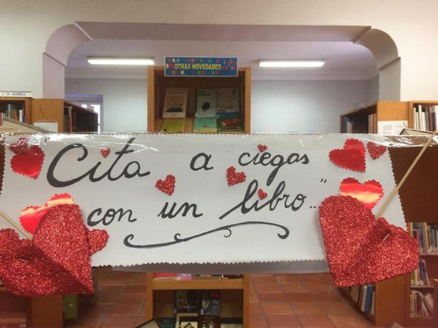 La Biblioteca Municipal Mateo Garc�a promueve mantener citas a ciegas con los libros por motivo de San Valent�n, Foto 3