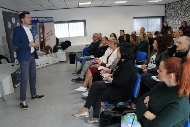 """M�s de 40 empresarios y aut�nomos asisten a la acci�n formativa de motivaci�n y asesoramiento estrat�gico promovida por """"Guadalent�n Emprende"""", Foto 3"""