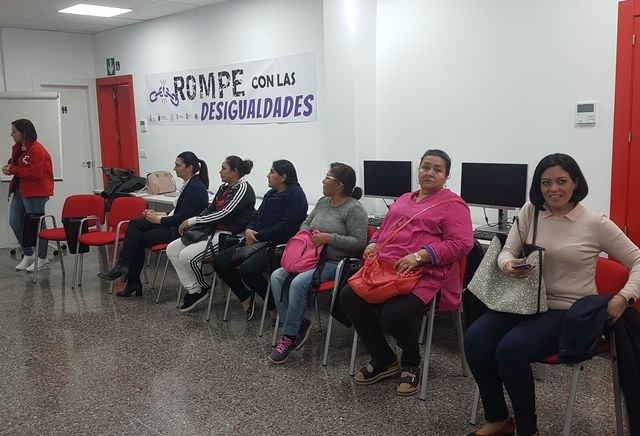 El pasado lunes se celebró en los locales de Cruz Roja Totana el coloquio Rompe con las desigualdades - 2, Foto 2