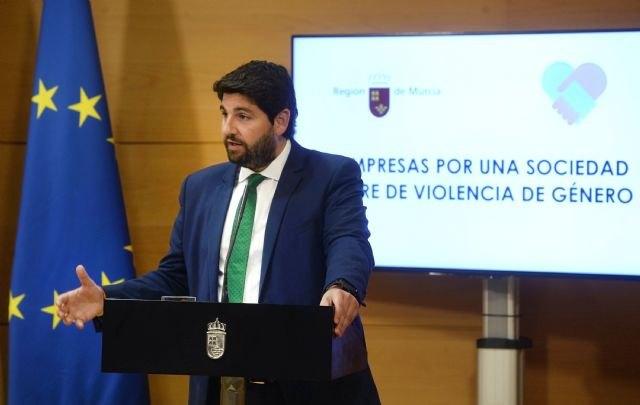 """López Miras: """"Las empresas de la Región son un ejemplo de implicación en la lucha contra la violencia de género"""" - 2, Foto 2"""