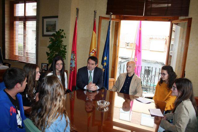 Los alumnos del Centro de Enseñanza Samaniego, que participan en el Concurso Euroscola 2016, entrevistaron al Alcalde y al Concejal de Educación - 1, Foto 1