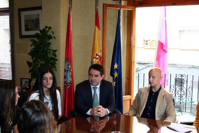 Los alumnos del Centro de Enseñanza Samaniego, que participan en el Concurso Euroscola 2016, entrevistaron al Alcalde y al Concejal de Educación - 2, Foto 2