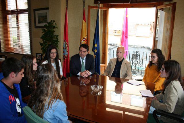 Los alumnos del Centro de Enseñanza Samaniego, que participan en el Concurso Euroscola 2016, entrevistaron al Alcalde y al Concejal de Educación - 3, Foto 3