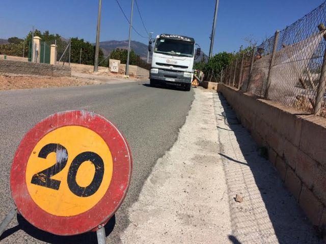 Realizan trabajos de acondicionamiento de ambos márgenes del Camino del Polideportivo para mejorar la seguridad, Foto 1