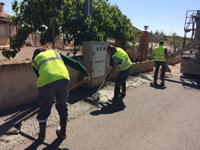 Realizan trabajos de acondicionamiento de ambos márgenes del Camino del Polideportivo para mejorar la seguridad, Foto 2