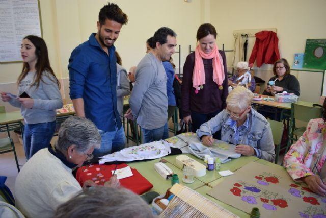 El IES Antonio Hellín celebra su undécima jornada de convivencia intercultural, Foto 3