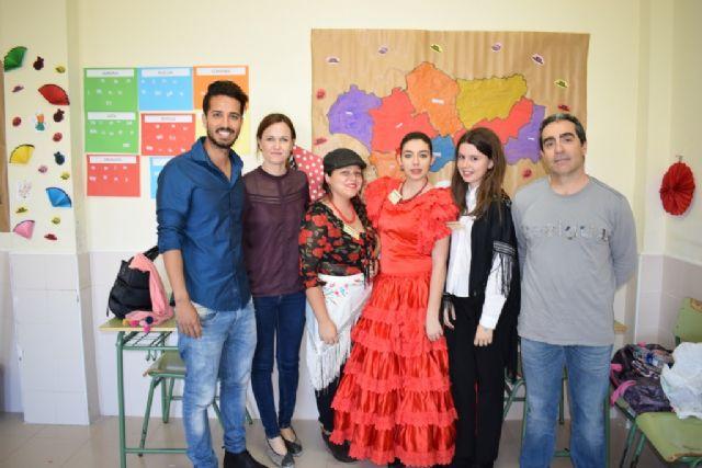 El IES Antonio Hellín celebra su undécima jornada de convivencia intercultural, Foto 5