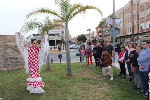 La bandera gitana ondea en Puerto Lumbreras con motivo del Día Internacional del Pueblo Gitano - 2, Foto 2