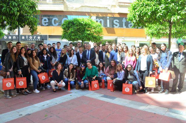 Los alumnos de Ciencias de la Empresa de la UPCT se interesan por la economía forense y la auditoría de cuentas en las Jornadas de Puertas Abiertas del Colegio de Economistas - 1, Foto 1