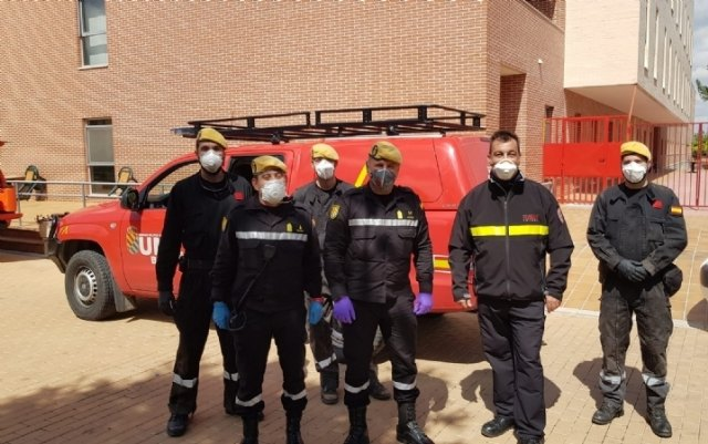 Civil Protection Technicians in Totana participate in a training session on interior and exterior disinfection, taught by the UME