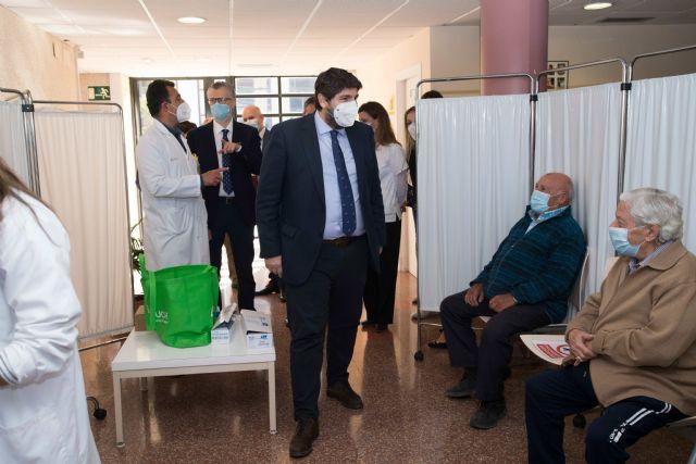 Esta semana comienza la vacunación de la población general de entre 75 y 79 años, Foto 1