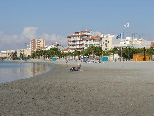 Tres banderas azules ondearán en las playas de San Pedro del Pinatar - 1, Foto 1