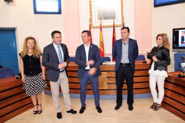 El Alcalde recibió en el Ayuntamiento al Brujo del Año 2017 de las Fiestas de Mayo - 2, Foto 2