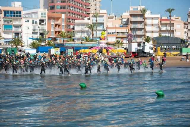 220 nadadores participan en la III travesía a nado de la Isla Fun Fest - 1, Foto 1