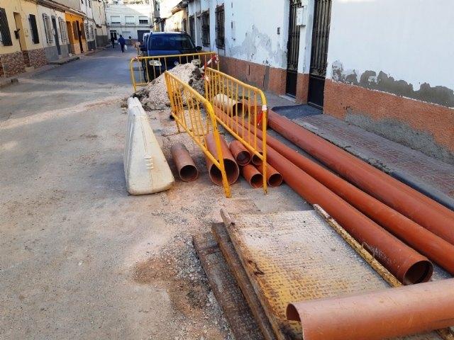 En los próximos días finalizarán las obras de renovación de la nueva tubería de saneamiento en las calles La Hoya y Luís Martínez González
