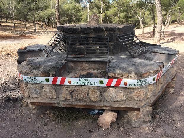 Desde el pasado 1 de junio ya no se puede realizar fuegos en las barbacoas del parque regional de Sierra Espuña, Foto 1