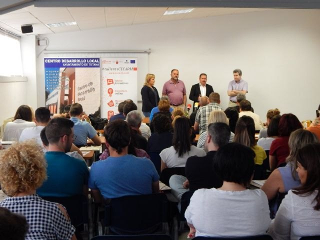 """A hundred people participate in the free workshop """"Digital Marketing Plan: the key to your online success"""""""