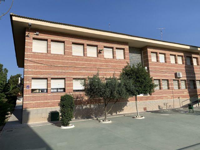 La Consejería de Educación repara la grieta de la fachada del colegio El Parque - 1, Foto 1
