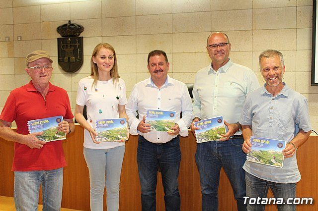 """The publication """"Sierra Espuña, step by step"""" promotes the knowledge of the Regional Park and the sustainable promotion of tourism"""