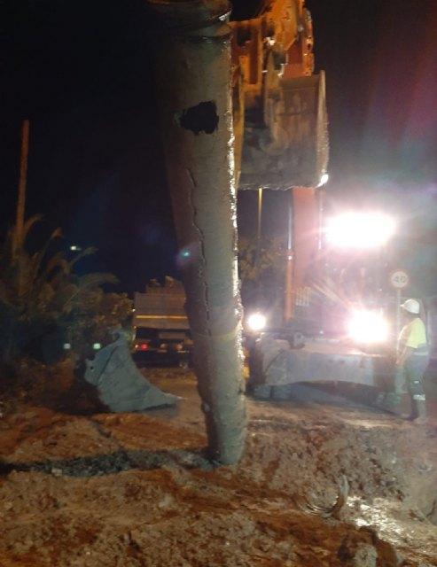 Aguas de Lorca trabaja toda la noche para solventar una grave avería en el centro de la ciudad - 1, Foto 1