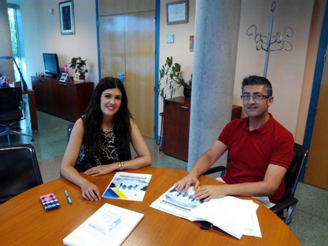 Felipe García presenta la Carta de Servicios a la Directora de Familia y Políticas Sociales de la CARM, Foto 1