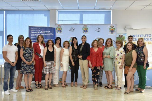 32 emprendedoras de Archena dan forma a sus proyectos empresariales con la UCAM - 1, Foto 1