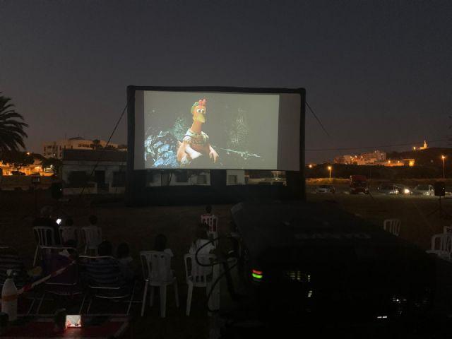 La playa de La Isla se convierte en un cine de verano todos los martes de julio y agosto, Foto 1
