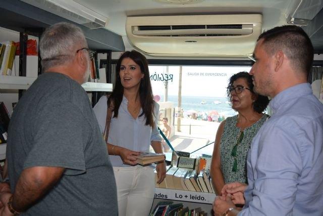 El Bibliobús de Cultura supera los 1.800 préstamos en julio y continúa su visita a ocho municipios de la Región durante este mes, Foto 1