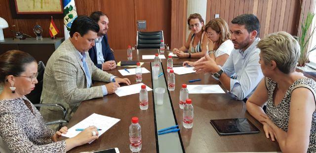 Luengo mantiene un encuentro de trabajo con los alcaldes de los municipios del Mar Menor - 1, Foto 1