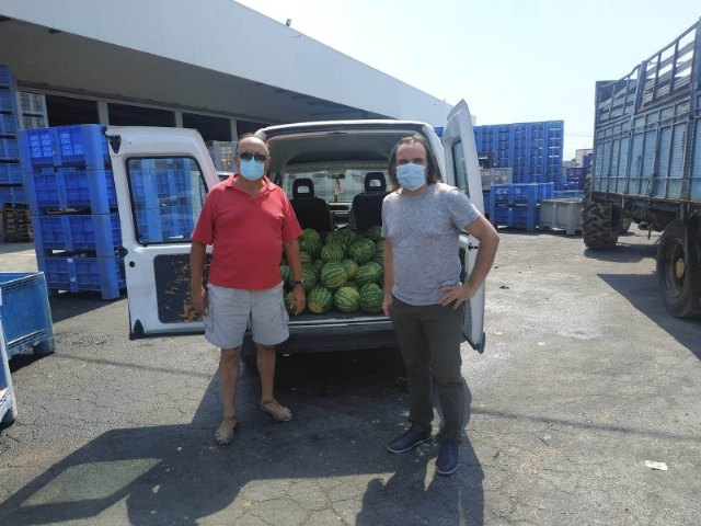 Totana farmers and cooperatives deliver fresh fruit to Cáritas de las Tres Avemarías