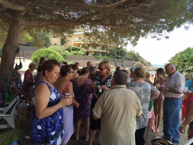 Cerca de 500 usuarios han participado este verano en el programa de viajes a la playa en la Cala del Pino, Foto 4