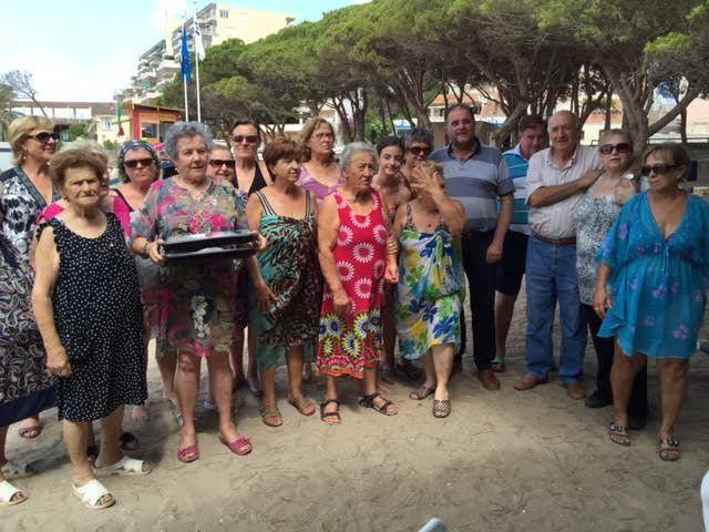 Cerca de 500 usuarios han participado este verano en el programa de viajes a la playa en la Cala del Pino, Foto 8