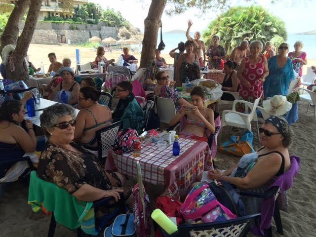 Cerca de 500 usuarios han participado este verano en el programa de viajes a la playa en la Cala del Pino, Foto 9
