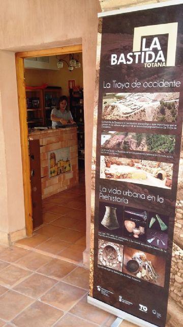 El servicio del Punto de Información Turística de La Santa se ha vuelto a abrir hasta final de año, Foto 2